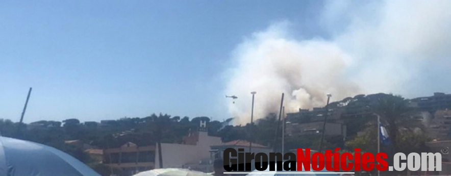 alt - Un incendi a Sant Feliu de Guíxols obliga els veïns d'una urbanització a confinar-se