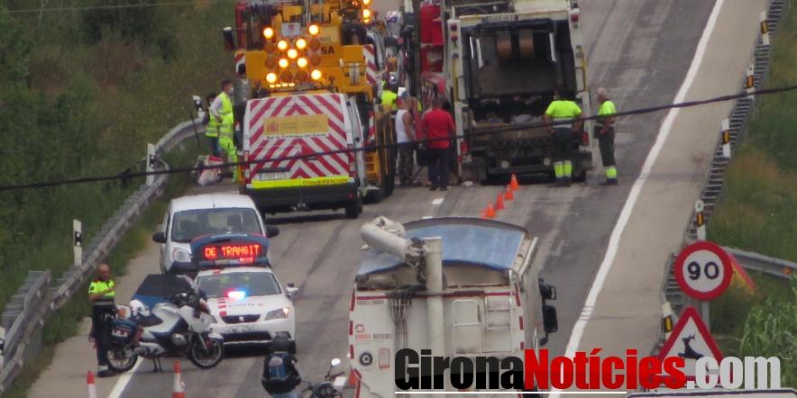 Accident d'un camió d'escombraries a l'N-260 / GN