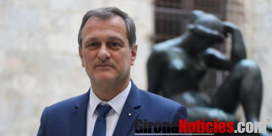 alt - Alcalde de Perpiñán, Louis Aliot