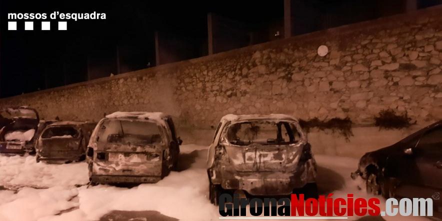 alt - Cotxes cremats a Palafrugell