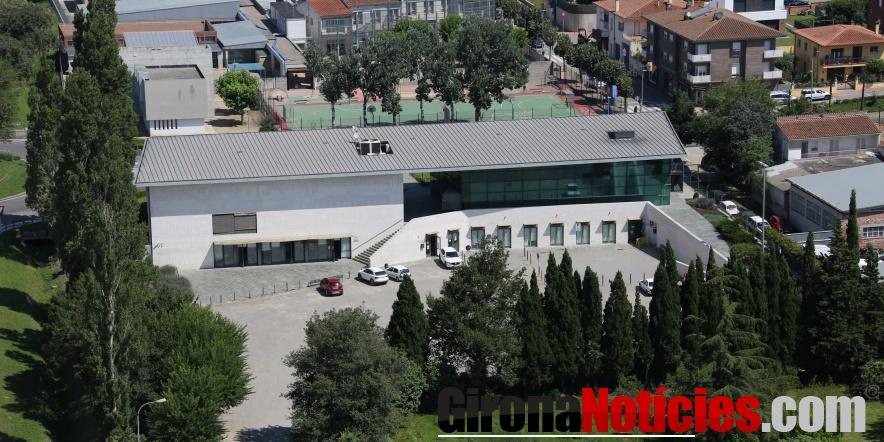 Vista aèria de l'Ajuntament de Riudellots