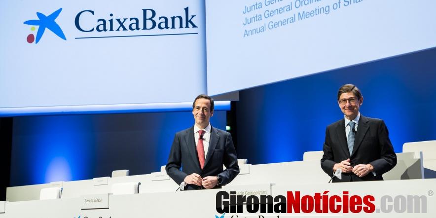 alt - Gonzalo Gortázar y José Ignacio Goirigolzarri, en la Junta de Accionistas de CaixaBank