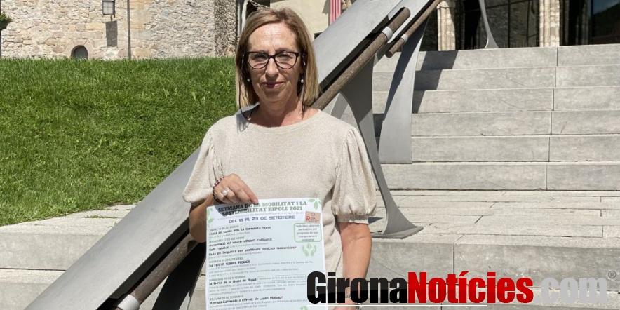 La regidora Mª Dolors Vilalta presentant el cartell de la Setmana 2021